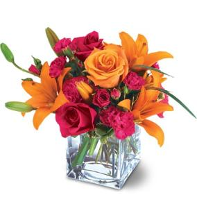 Teleflora\'s Uniquely Chic Bouquet